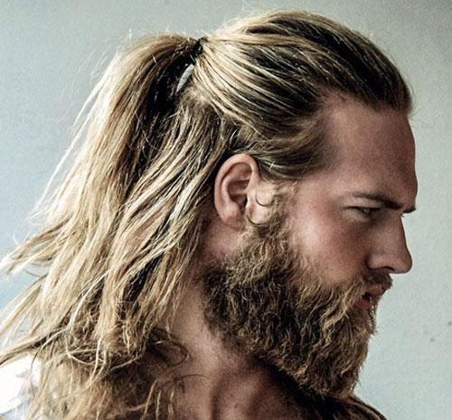 موهای از پشت بسته شده به همراه ریش