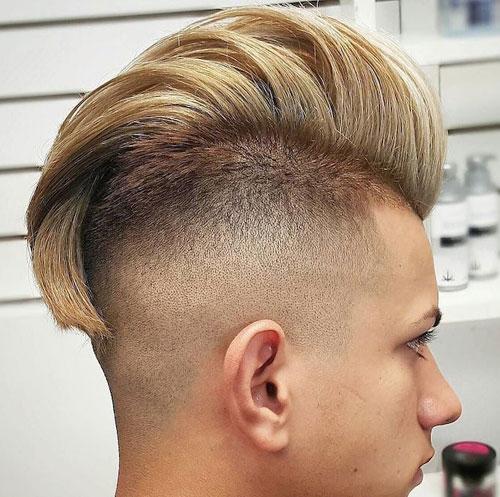 موهای شانه زده به سمت عقب به همراه بغل موهای تراشیده شده