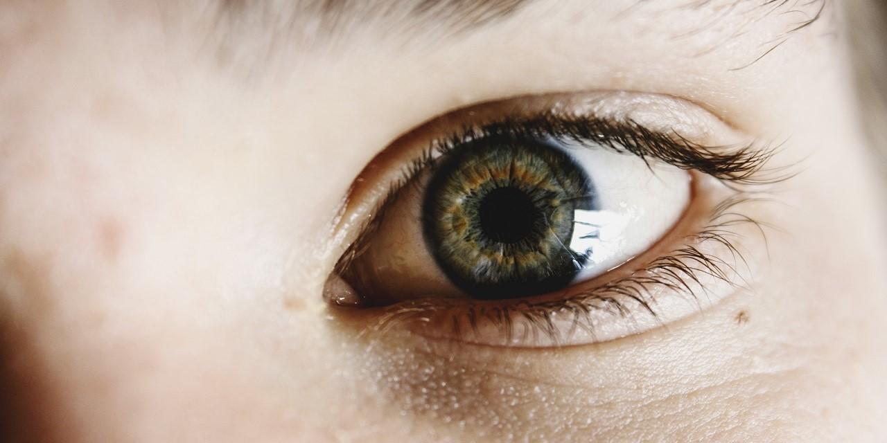 مراقبت از پوست دور چشم در تابستان